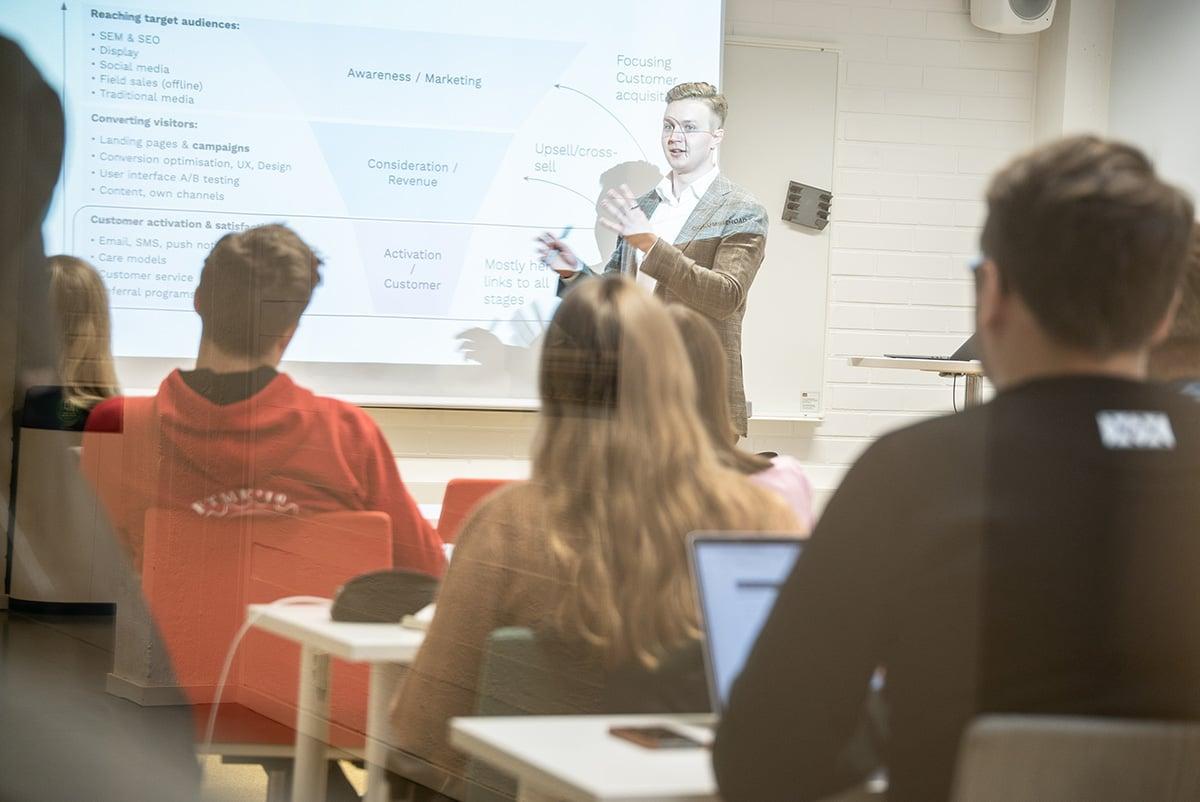 blog-growth-hacking-aalto-university-cr