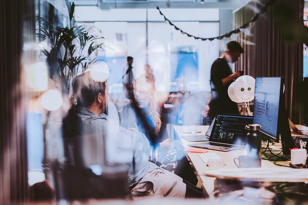 blog-digital-sales-in-a-traditional-organisation-hero